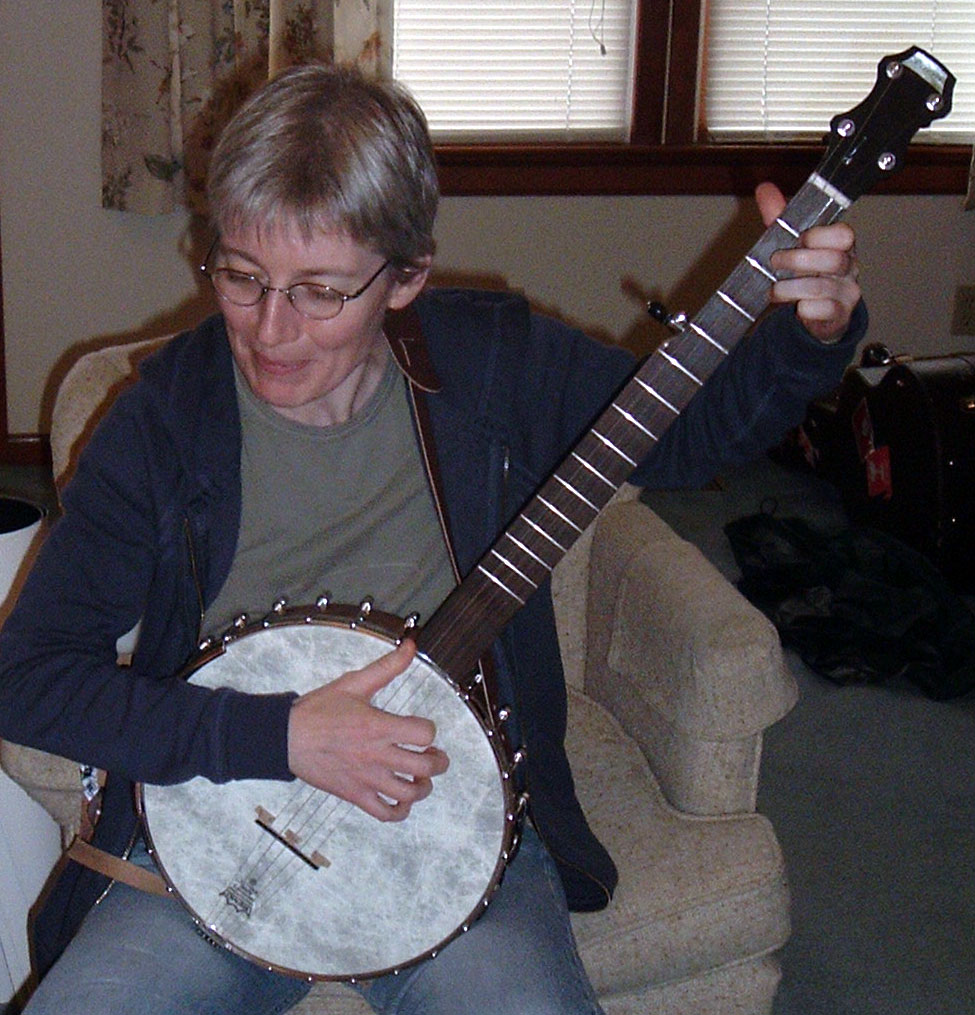 Zoe Mulford with banjo